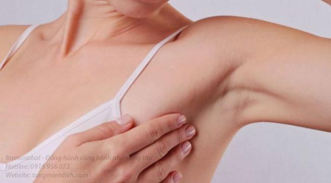 Dấu hiệu ung thư vú khi cho con bú