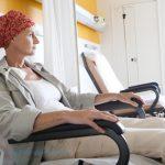 hóa trị có ảnh hưởng đến người xung quanh